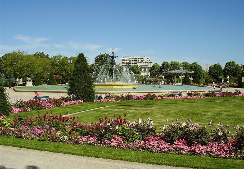 Hotel Parcs et Jardins Angers - - Le Grand Hôtel de la Gare ***
